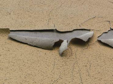 Uszkodzenia tynków zewnętrznych i sposoby ich naprawy